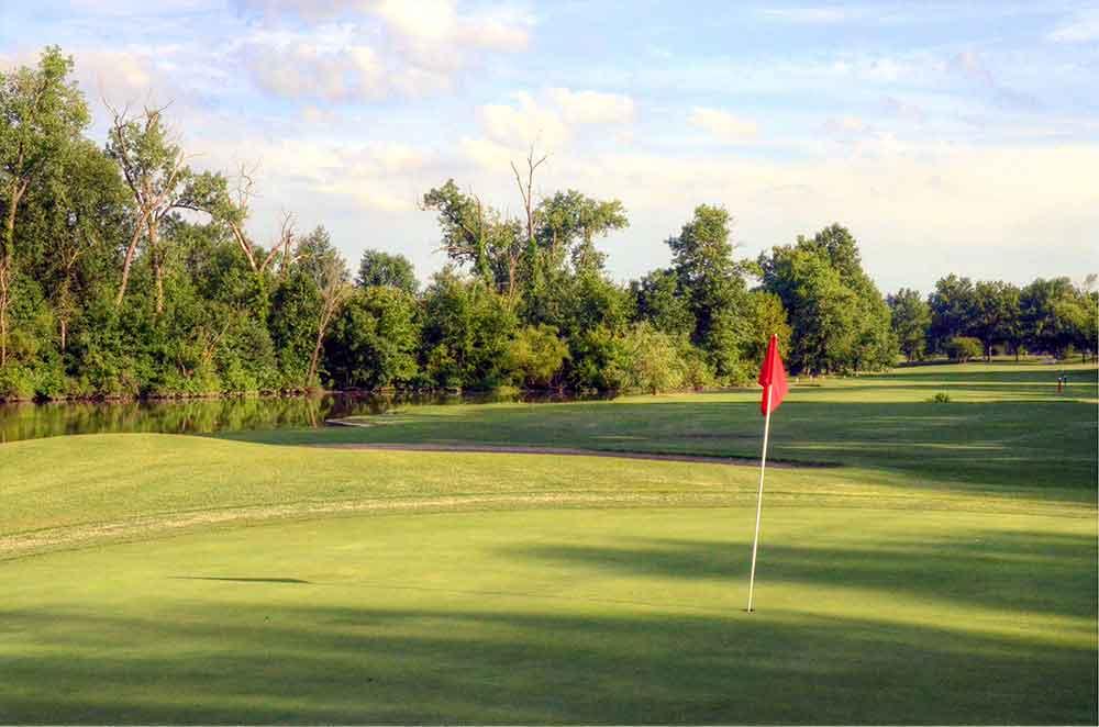 Riverside-Golf-Course,-St-Louis,-MO-Flag