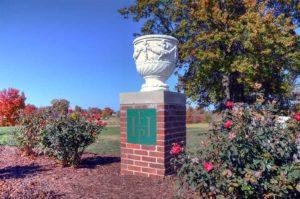 Highlands Golf and Tennis Center, Urn entry sign
