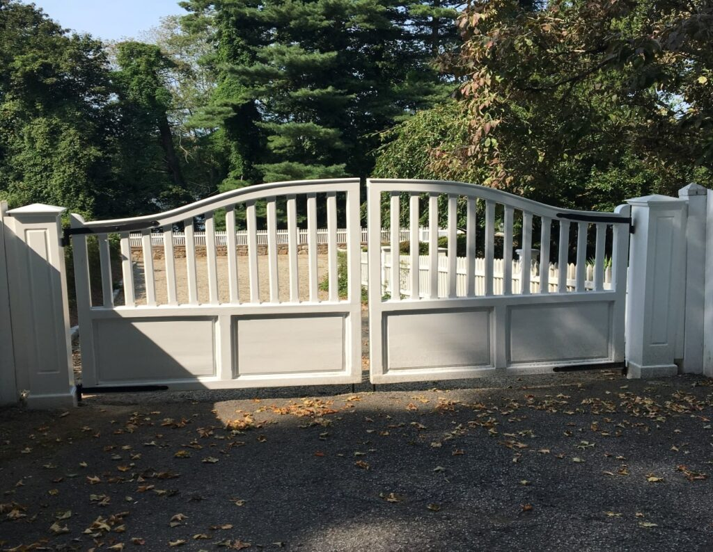Arched Entry Gate White
