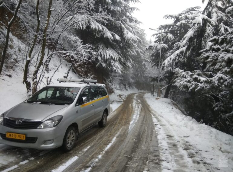 why hiring taxis are best option in Kashmir