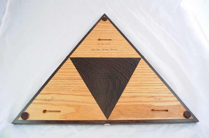 ICB-0041 Triangle Cribbage Board Red Oak & Wenge with Padauk Back