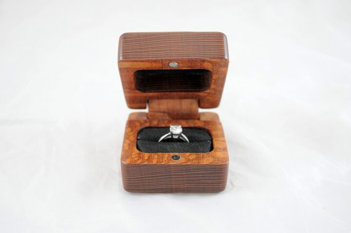 Ring Box Open Front - Leopardwood & Lacewood