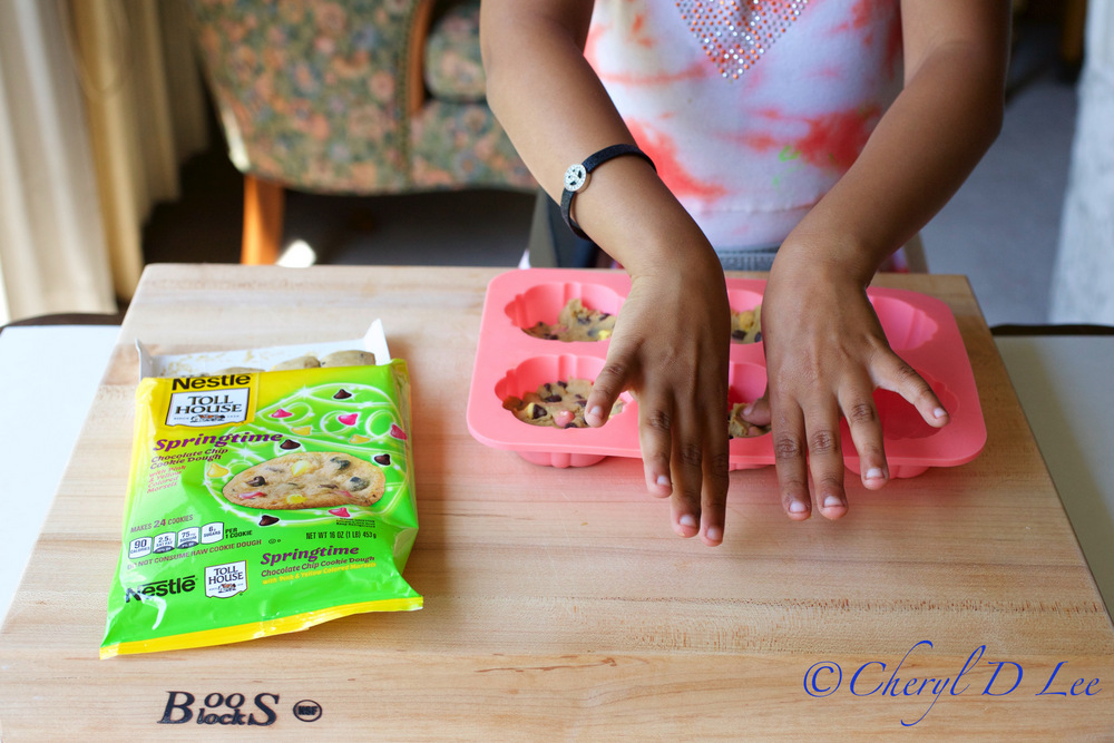 Making Nestle Toll House Chocolate Chip Tea Cakes