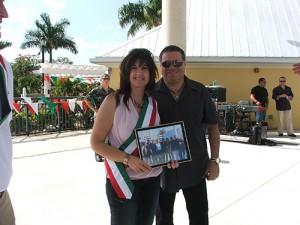 Mayor JoAnn Faiella whit the singer Angelo Venuto