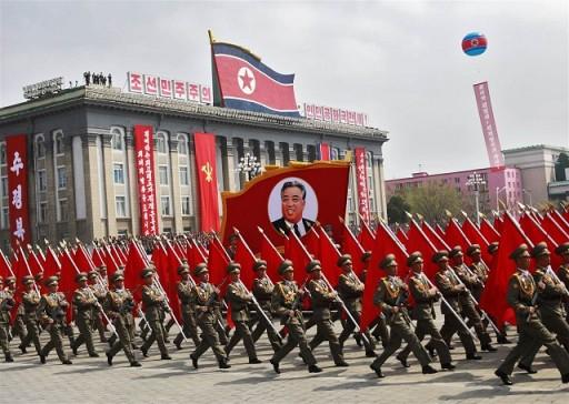 170415-world-northkorea-soldiers-parade