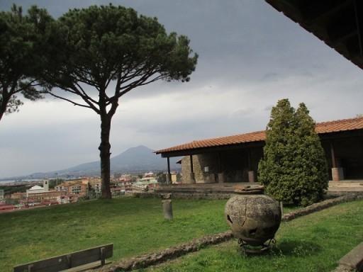 Archeotrekking nelle ville romane di Stabia: archeologia e vulcanologia a confronto per comprendere i segreti dell'eruzione del Vesuvio.