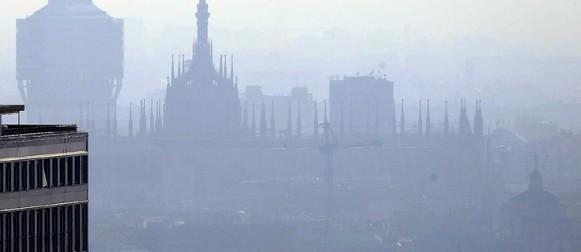 Migliora la qualità dell'aria nel 2014, ma lo smog attacca le citta` italiane nel 2015.