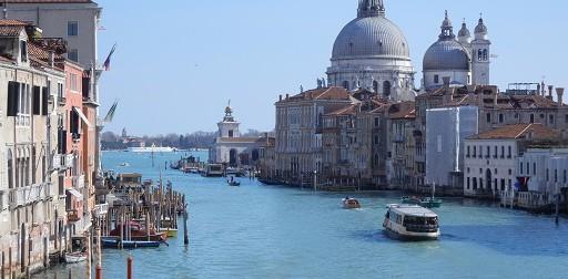 La città sommersa: Venezia rinasce dalle sue fondazioni