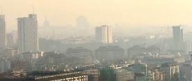 C'è la nebbia? I camini inquinano di più