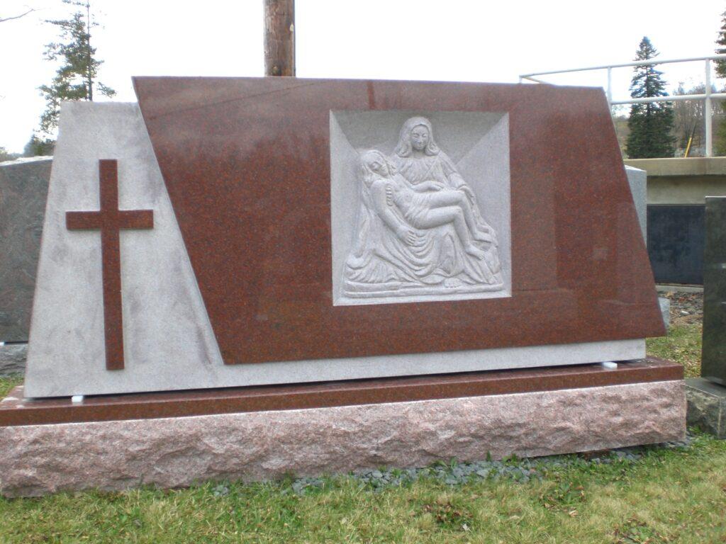 Family Monument 83