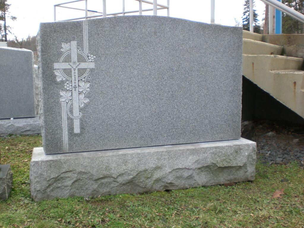 Family Monument 84