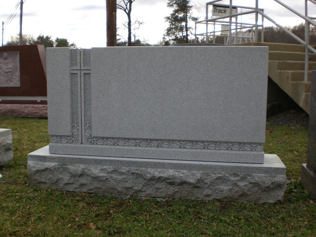 Family Monument 85