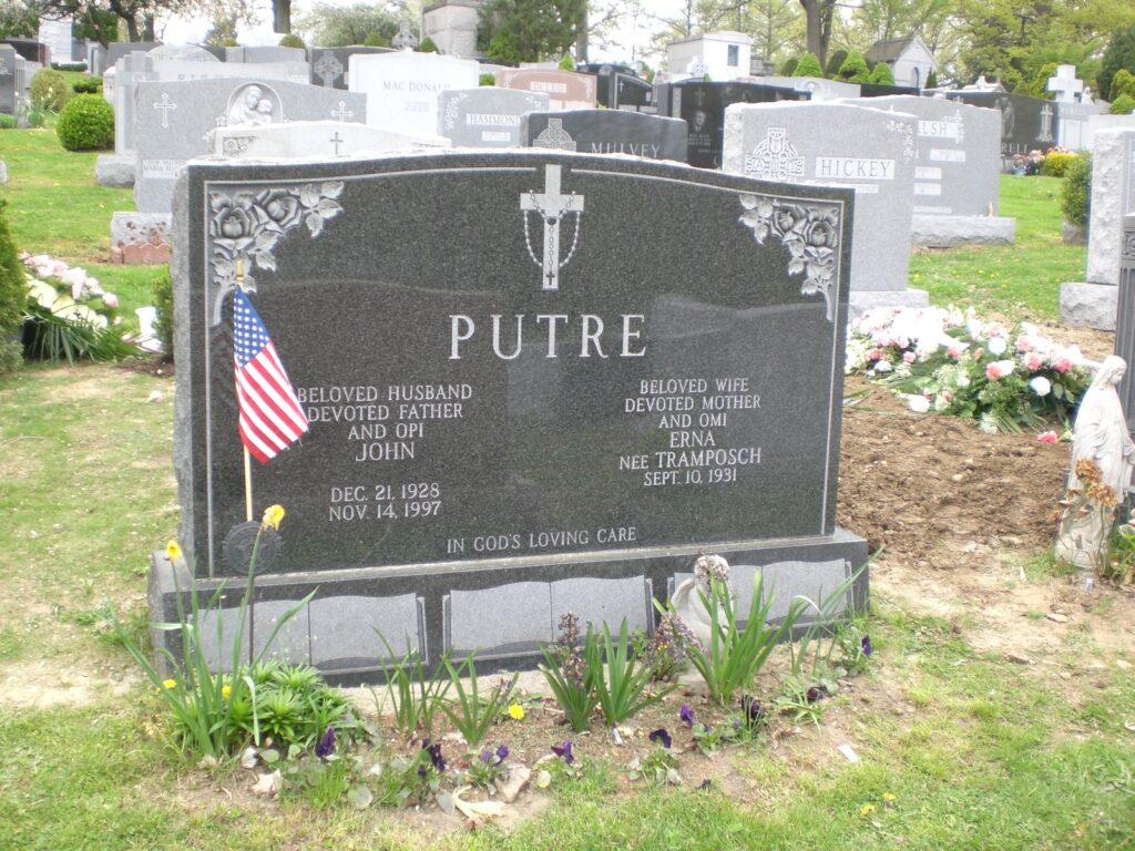 Family Monument 32