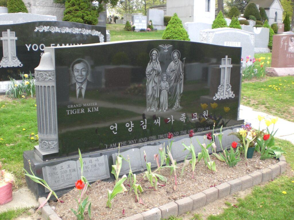Family Monument 61