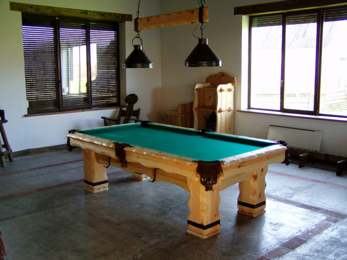 Grizzly Rustic Pool Table, Lithuania