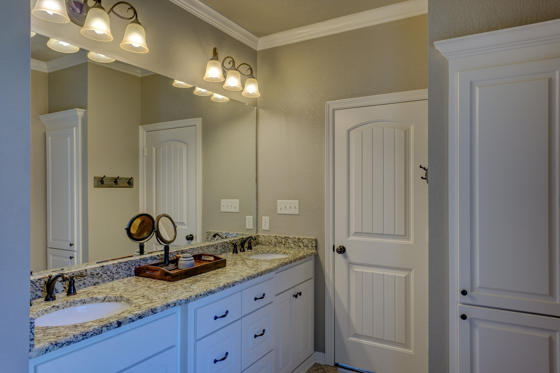 interior painting of bathroom by PG PAINT & DESIGN Ottawa painters