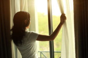 sunlight daylight and artificial light affect paint colours when painting any room of the house