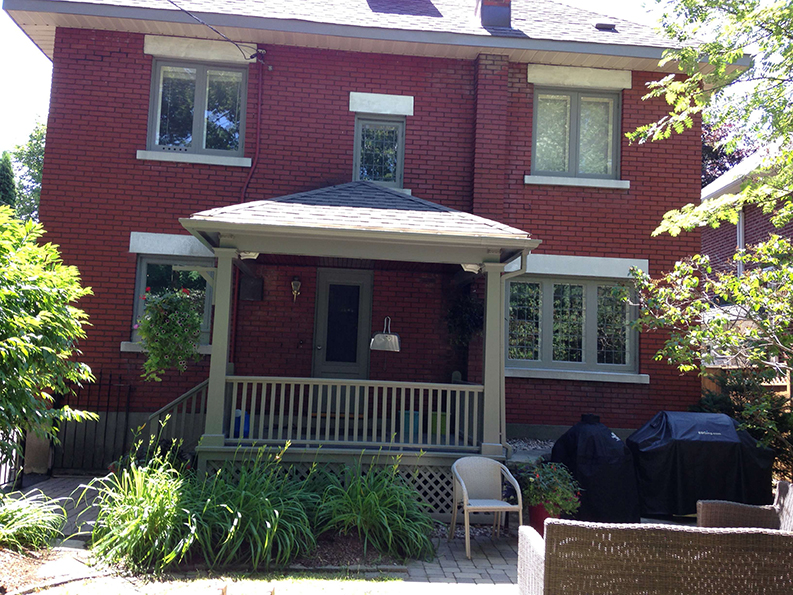 exterior of Island Park drive back deck posts and window painted by PG PAINT & DESIGN the best house painter in Ontario Ottawa