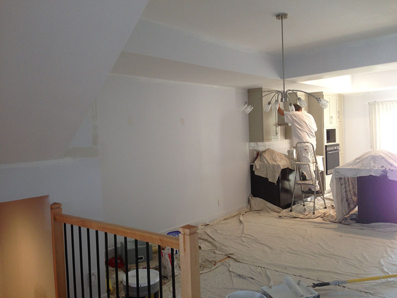 painting of kitchen and eating area painted by professional painter PG PAINT & DESIGN in Ontario Ottawa