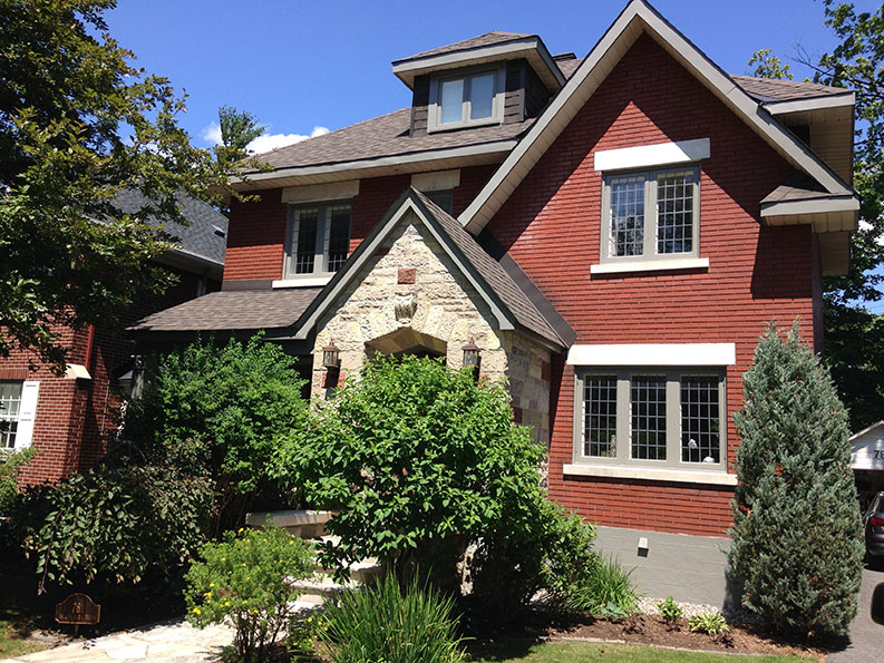 PG PAINT & DESIGN painted exterior of bungalow in Island Park