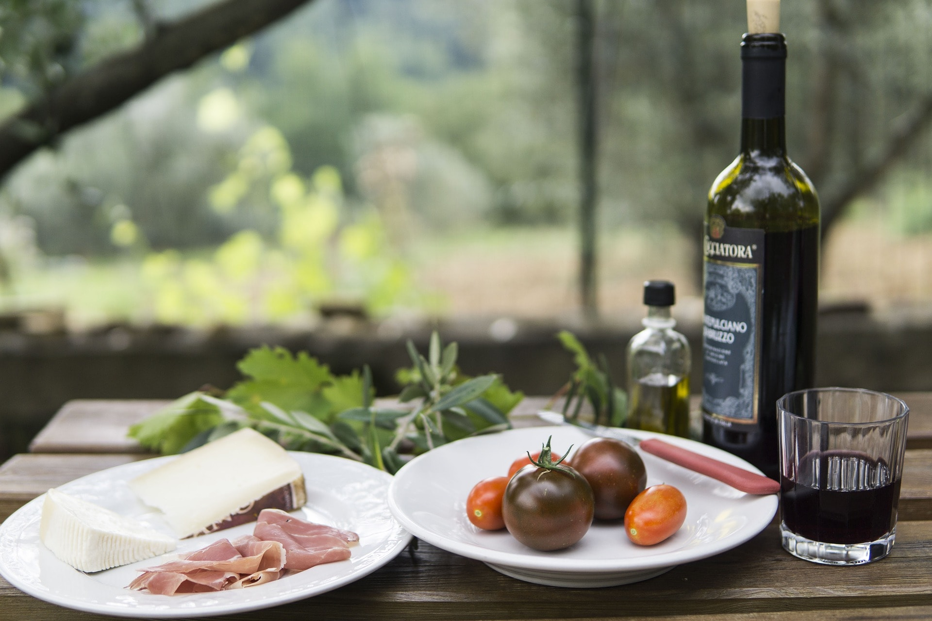 wine and cheese for picnic