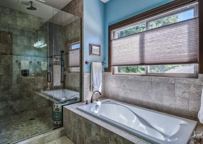 MK Custom Homes - Beautiful Bathrooms