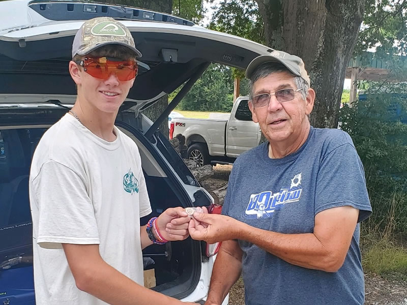 Lucas Davis, 2019 T&F Rookie of the Year, received his 27-yard pin from ATA Southern Zone Vice President Billy Cook. He earned the punch for a 97 at Henderson GC