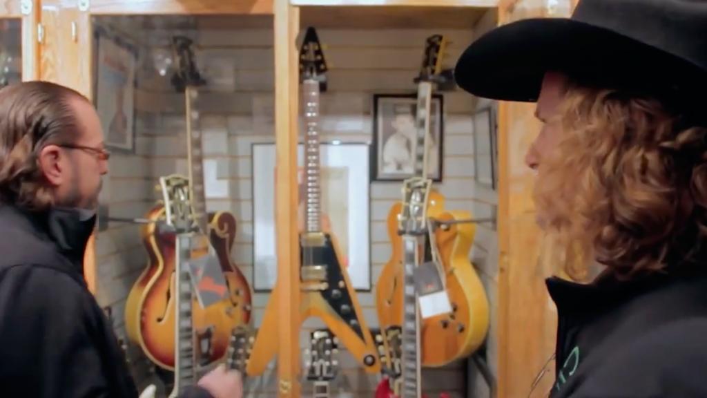 video-Frank-Hannon-bizarre-guitar-1024x554-1