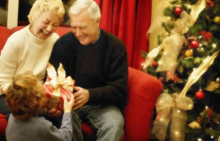10 Great Holiday Gift Ideas for Seniors
