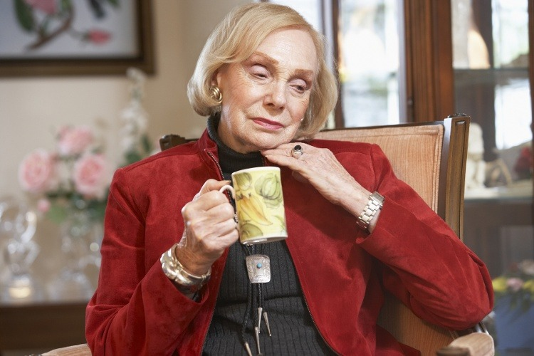 """How to Help Your Senior Mom Through the """"Holiday Blues"""""""