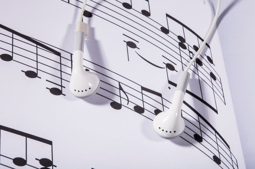 Incorporating Music in Mom's Daily Routine Could Help Slow Dementia