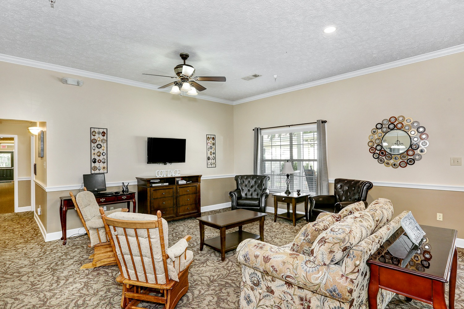 Country Cottage Decatur - Interior Living Room Common Area