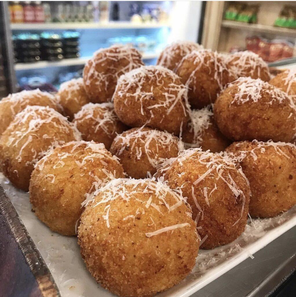 riceballs (case) (catering)