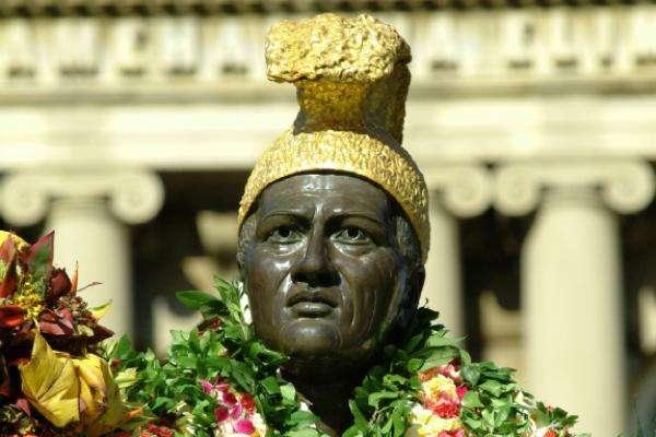 kamehameha-statue-close-up