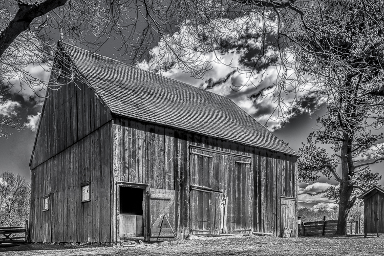 Vince Como - The Big Barn - B&W-B (IOM)