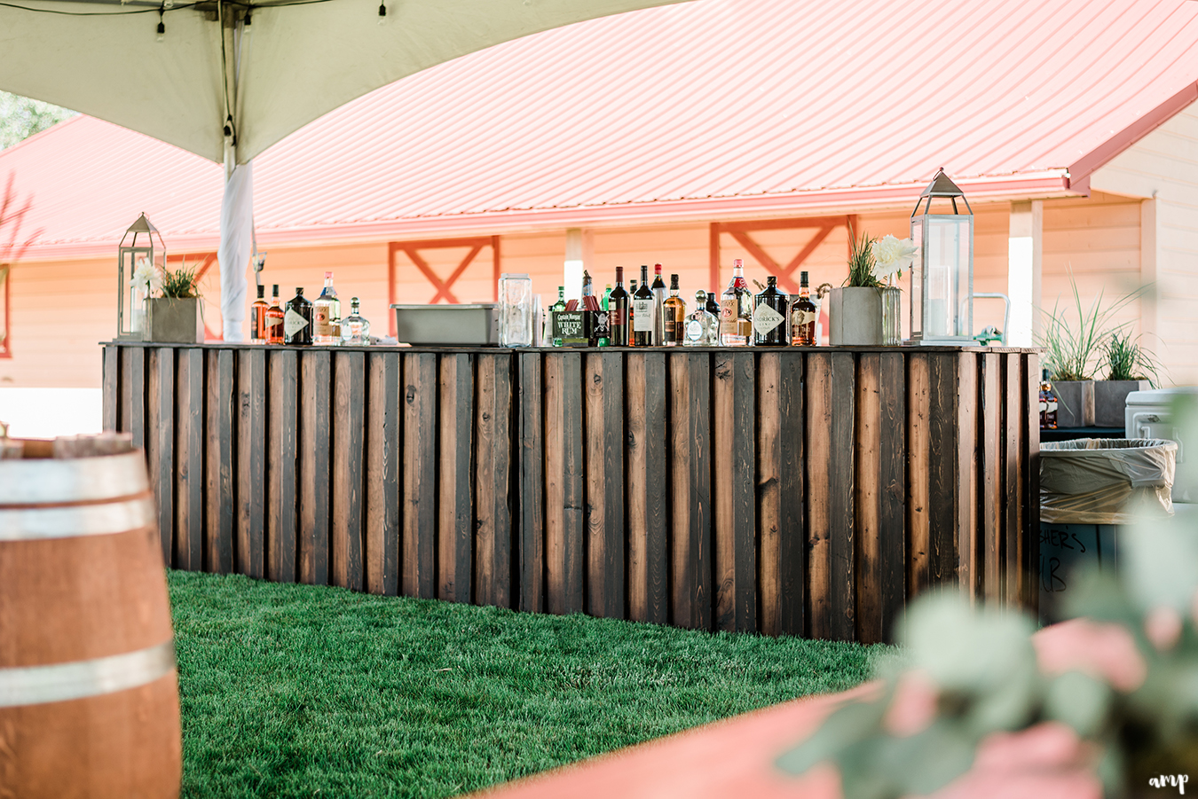 Backyard Wedding | Photos by Amanda Matilda Photography