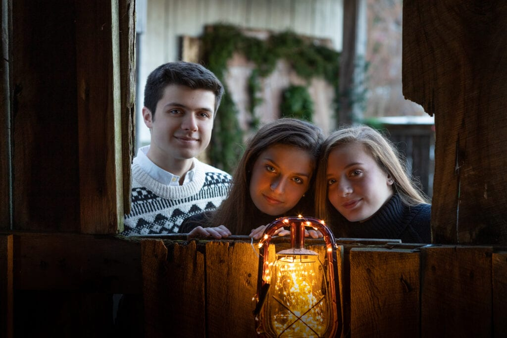 teenage christmas photo session with Anthropologie lights