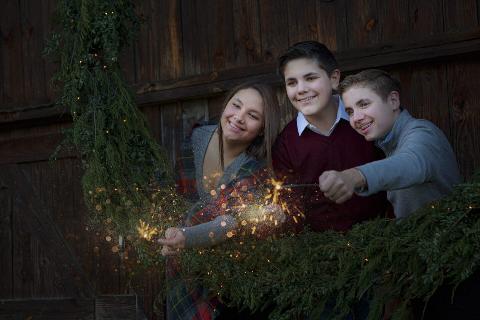 Holiday mini session in Leesburg, kids in large wreath