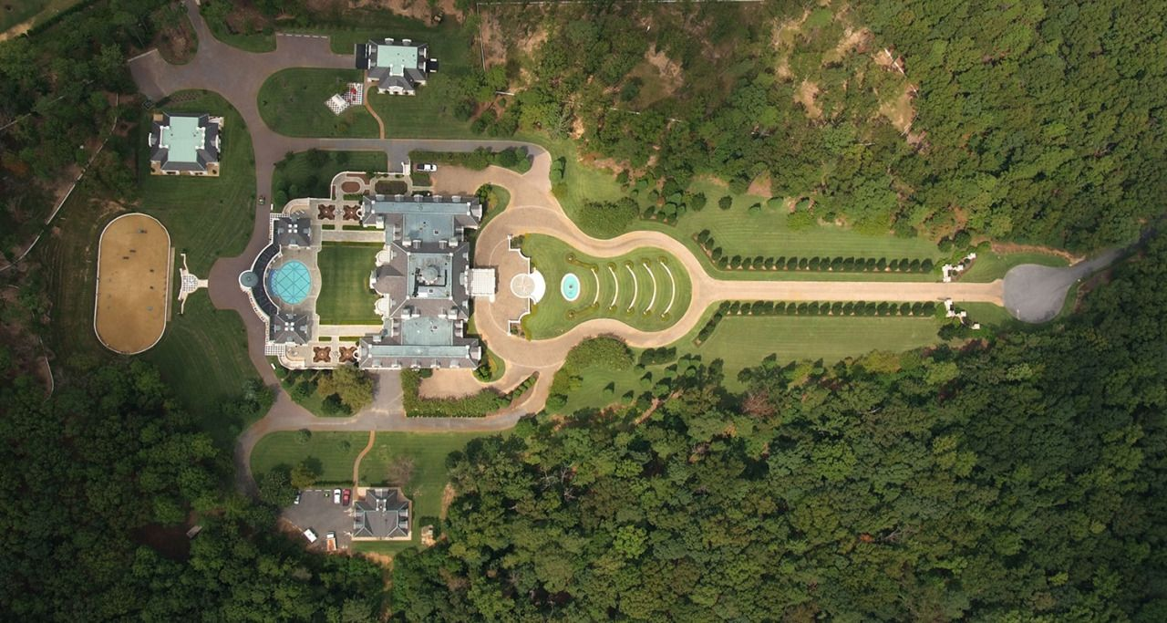 Guitar Shaped Alabama Mansion Sold at Auction
