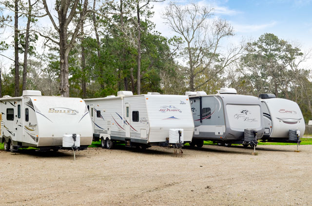 RV_Service_Area_campers_L_Dues-Camping-Center_Dickinson,TX