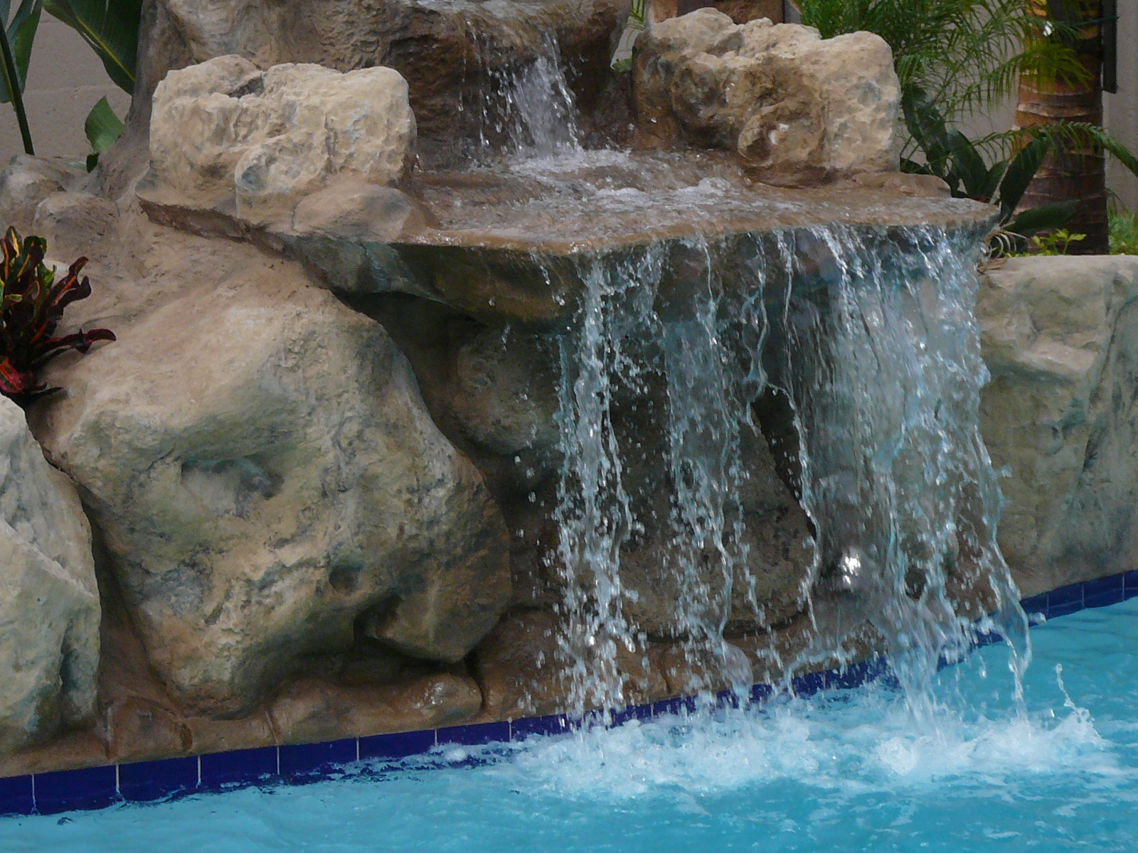 hollywood pool construction water features