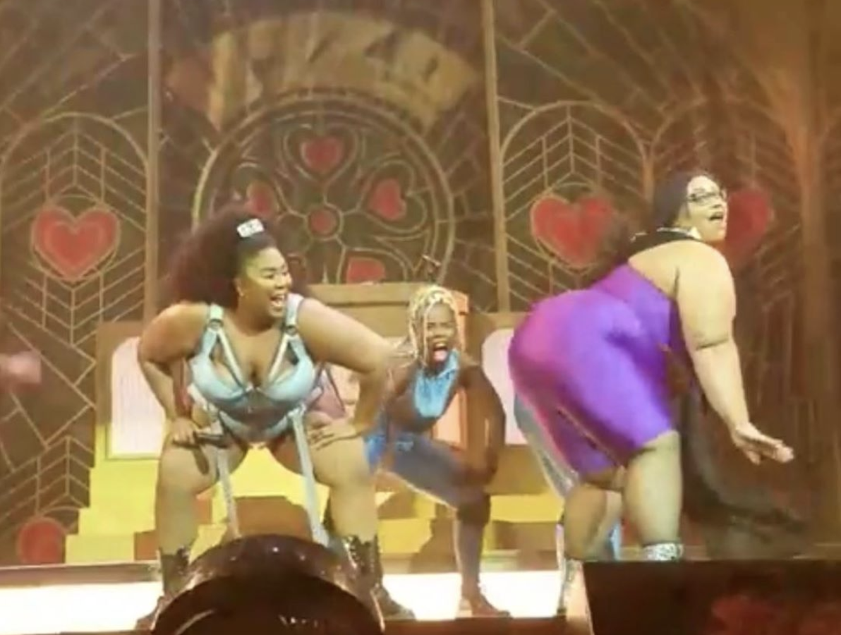 Sami twerking with Lizzo