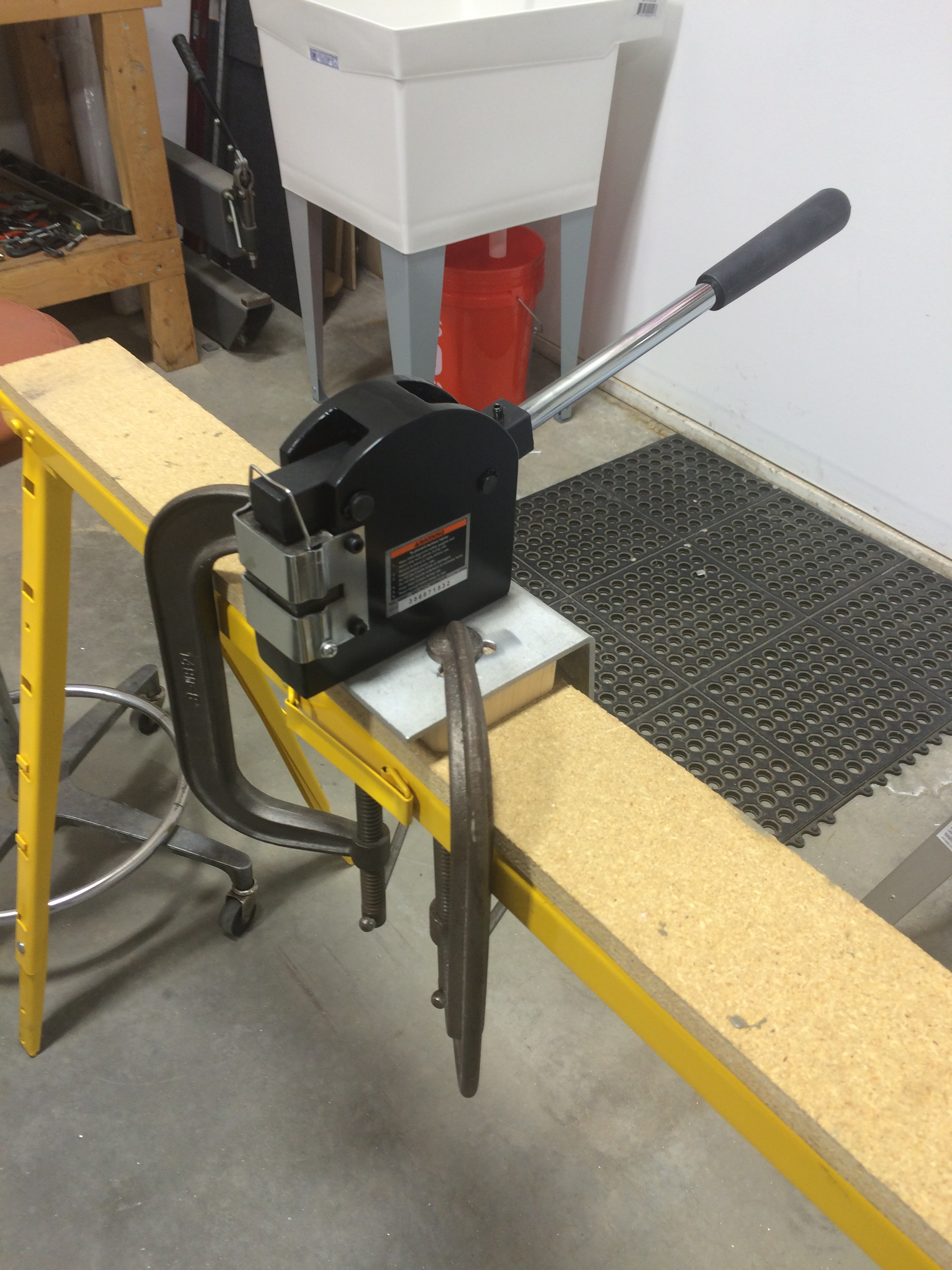 Metal shrinker in use