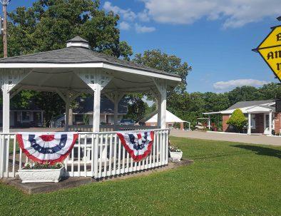 Early American Motel Gazebo Stay Kentucky Lake