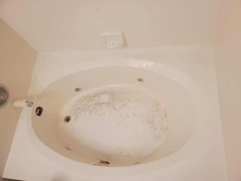 Before Bathtub Resurfacing - The Resurfacing Doctor Inc