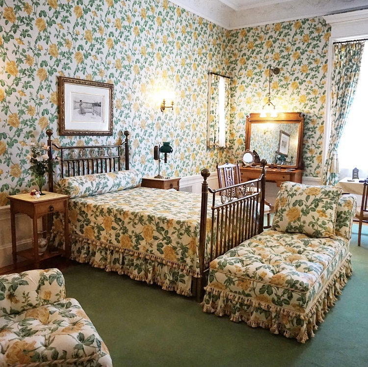 Yellow Roses Room