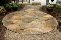 Dry-laid tennessee flagstone with pea gravel