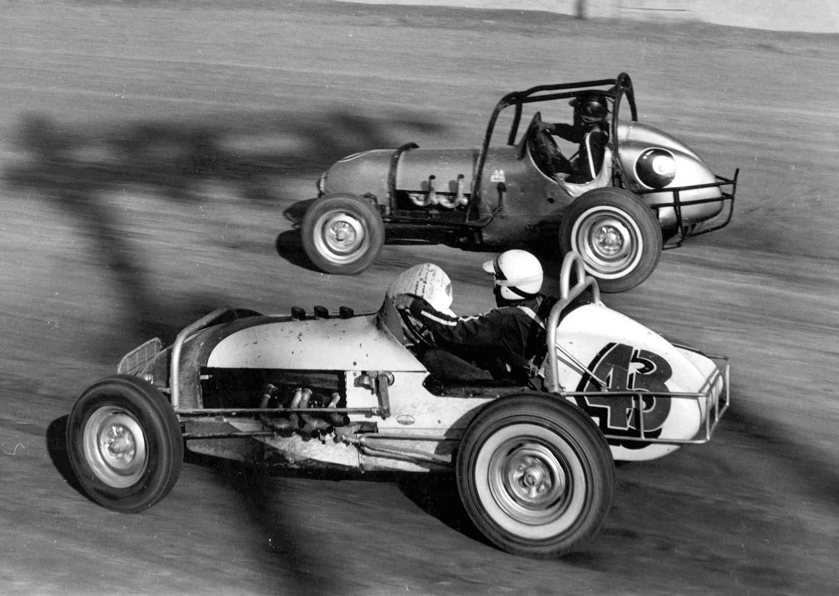 Grady Wade Powering The Selenke Chevy through a corner