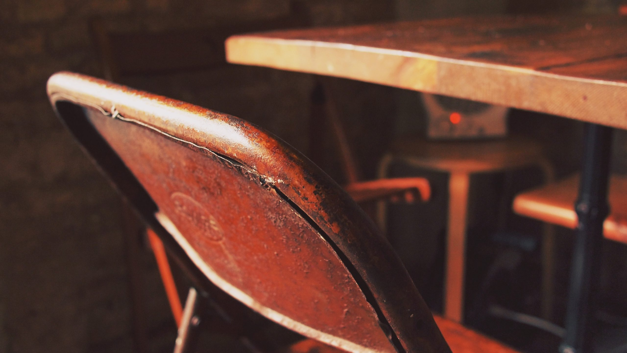 How to Care for Metal Furniture - Ellcad