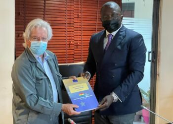 Javier Nart, the Chief Observer of the mission, presents the report to Bryan Acheampong, the chairman of the Foreign Affairs Committee of Parliament.